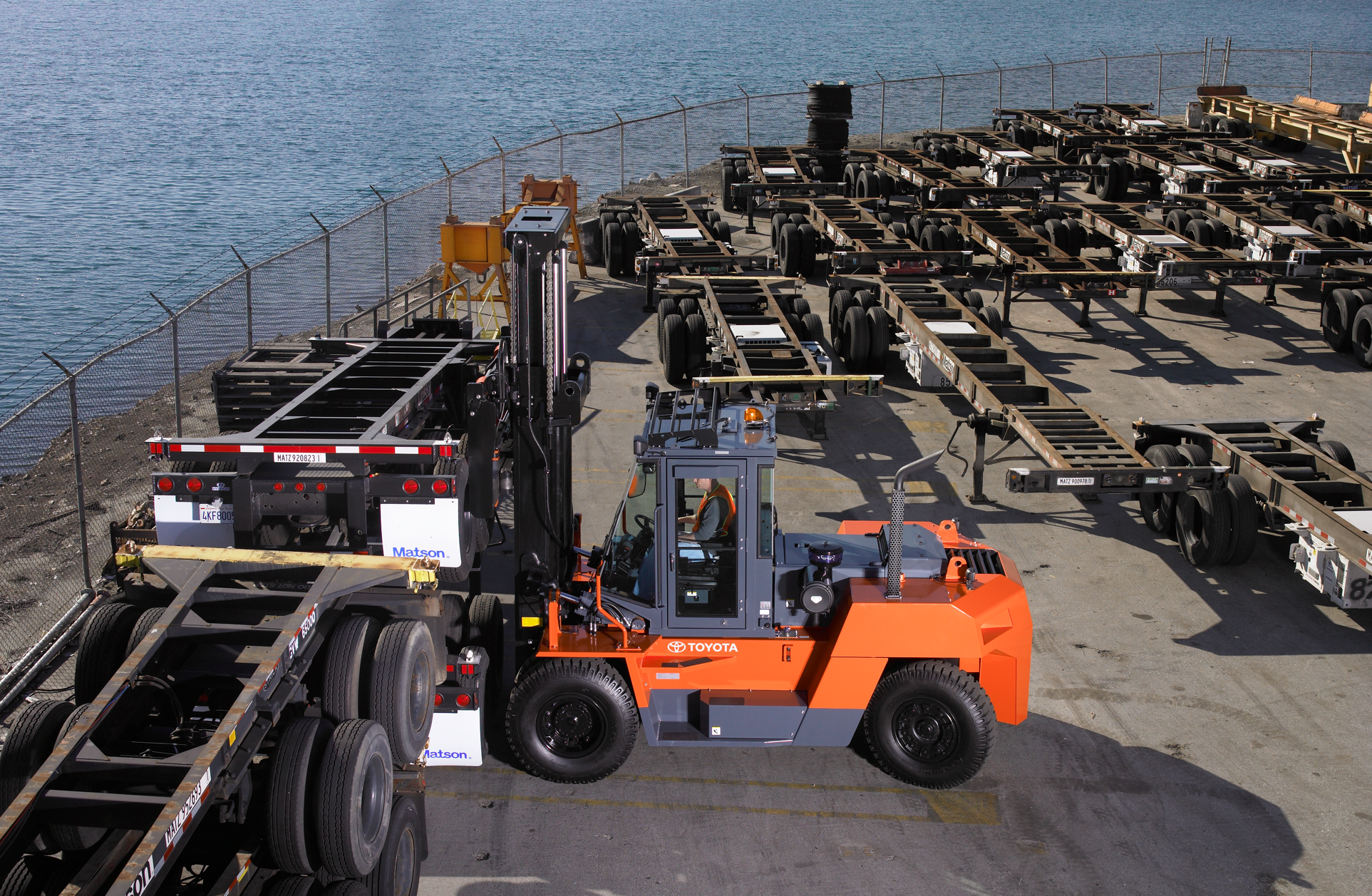Toyota's High-Capacity IC Pneumatic forklift in action.