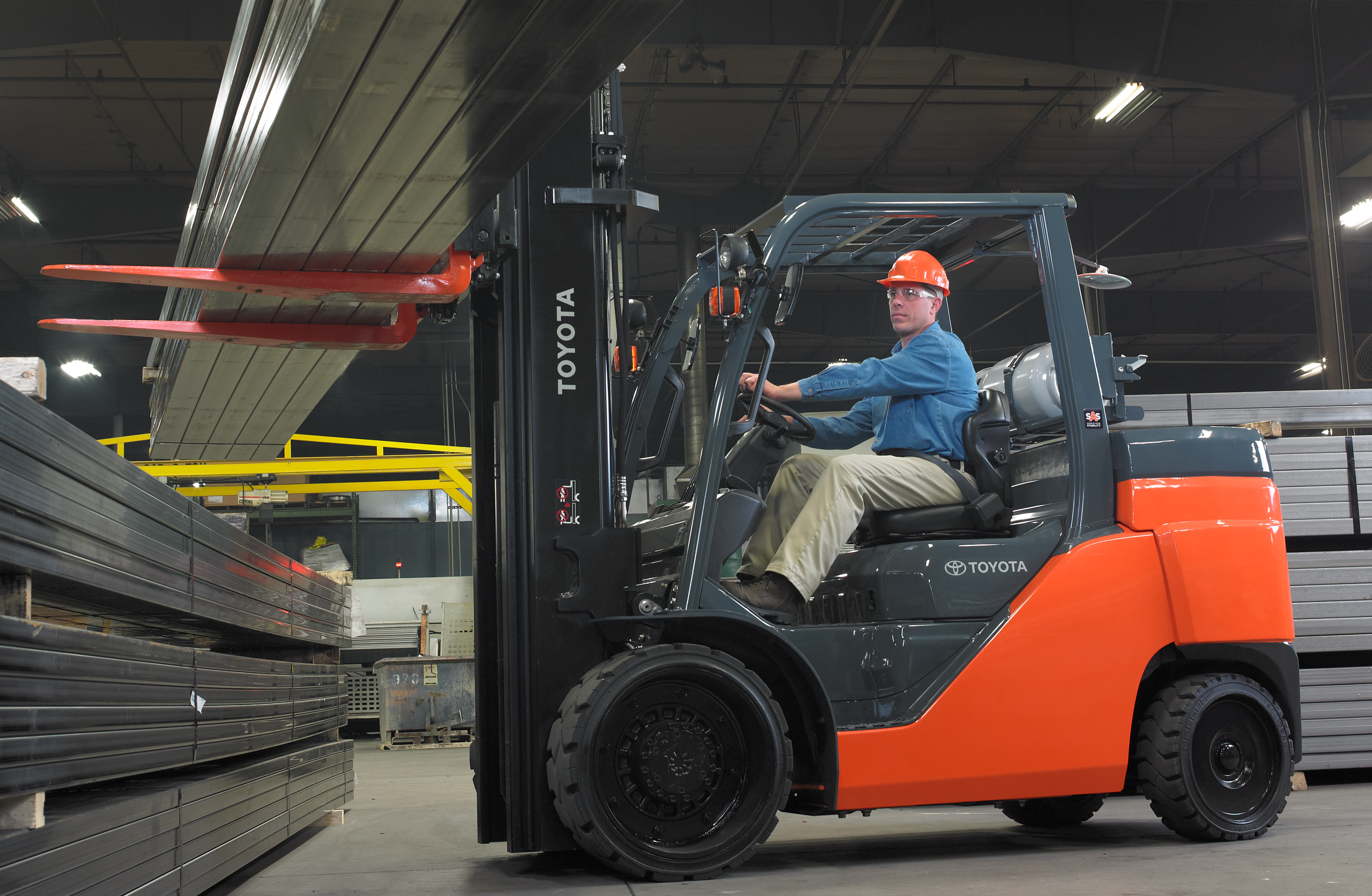 Toyota Large IC Cushion Forklift moving boxes in a warehouse